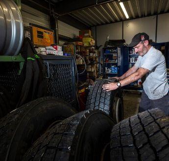 Sogranlotrans atelier garage changement pneus camion